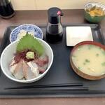 志摩の海鮮丼屋 - 糸島海鮮丼(小) 650円/税込715円