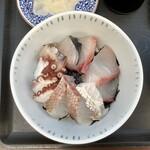 志摩の海鮮丼屋 - 【2020年9月8日(火)の海鮮丼(小サイズ)】薬味などを外して撮ったもの