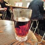 和×伊 大衆酒場カランコロン - サービスでいただいたウーロン茶