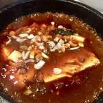 蓬溪閣 - 煮え滾って出てくる麻婆豆腐 この辛さと熱さが美味しいんですよ 癖になる味です