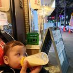 地球の中華そば - 店舗外観、我が子は外待ち時にミルク補給