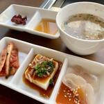 MONMOM - 小鉢とタレそしてスープ