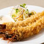 シーフードレストランネプチューン - 料理写真:特大有頭エビフライ