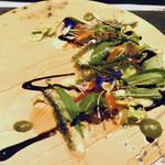 鉄板・お好み焼き 蓮 - カルパッチョ。海ぶどうの食感が好き
