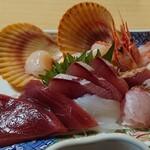 味処・民宿 まつや - 日本海定食の刺身盛合せ