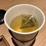 マッチャ カフェ ハチ - 深蒸し茎茶 420円