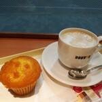 ドトールコーヒーショップ - 豆乳バナナマフィン、カフェラテ