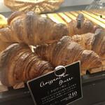 ファイブスターズ コーヒー&ベーカリー - クロワッサン お店で撮影