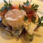 14085065 - オーシャントラウト 帆立のポワレ                       採れたて野菜の菜園風ベルモットソース