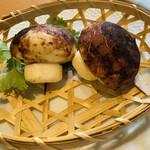 ロ岩ロ岩好・アムアムホウ - きのこ型饅頭