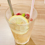 熱烈カルビ - 木苺のジンジャーエール:木苺を潰して飲むみたいです。爽やかです。