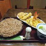 橋本屋 - 料理写真:上天せいろ!天ぷら皿が斜めとなかなか変わったフォーメーションです!