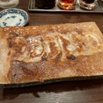 takigyouzakawazoe - 焼き餃子は羽根付きで迫力があります