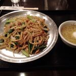 ajinochuukahagoromo - 羽衣炒麺(平たい太麺の炒め五目焼きそば)