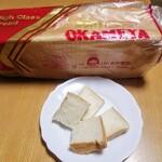 おかめや - 料理写真:おかめや食パン(中)。こんなデカいとは…