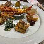 中国名菜酒家 つる見 - 下から ・メロウというお魚を山椒の風味で ・あんこう肝 ・牡蠣の牛肉巻き ・マテ貝 ・栗にニンニクチップ ・生落花生 ・蒸しナス、ピータンの黄身 ・トマト、金木犀の香り ・帆立 ・棗 ・ボタンエビ