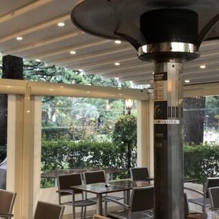 テラスで、憩いのひと時を。雨天対応電動パーゴラ完備!