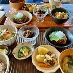 おうちカフェaiai - 料理写真:日替わりランチは、和風おろしハンバーグ。手間暇かかって1000円とは、リーズナブル★★★