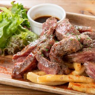 お肉や熟成工程にもこだわった、店舗特製の熟成肉をステーキで♪