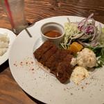 イチバンチョウ バル カフェ ド フウカ  - 熟成肉ビーフカツレツ タルタルソース添え1100円
