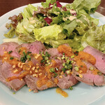 肉系居酒屋 肉十八番屋 - 牛モモタタキ 890円