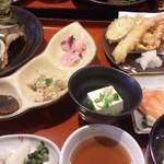 小魚阿も珍 - 阿も珍定食 限定50食 カレイの唐揚げ定食 880円