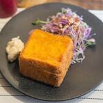 コーヒー&トースト - 蓋つきカレーパン・サラダ