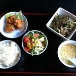 中国小皿酒家 萬徳 - 日替わりランチの山菜と豚肉の炒め、680円。