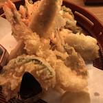 音音 - 豪華天麩羅盛合せ1078円。河豚、海老、穴子、のど黒、白海老かき揚げ、なす、かぼちゃ。のど黒の天ぷらは初体験ですが、上品ながら力強い美味しさが伝わって、とーってめ気に入りました(╹◡╹)(╹◡╹)