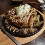 14093020 - 男爵玉。ジャガイモがごろごろ入ってますが、お好み焼きとしてはフックラ感がなく、関西人だとスーパーのイートイン的な食感に感じるかも。