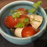 焼鳥とワイン ソバヤノニカイ - 水牛のモッツレラチーズのカプレーゼ
