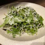 焼鳥とワイン ソバヤノニカイ - ルッコラとペコリーノチーズのサラダ