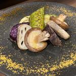 焼鳥とワイン ソバヤノニカイ - 炭焼き野菜の盛り合わせ ボッタルガ添え