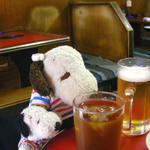 炭火焼肉 てんぐ - ボキはとりあえず、ビールで〜!ちびつぬはとりあえず、ウーロン茶で〜!
