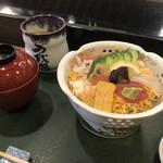 Uwoharu - 鮮やかなちらし寿司の定食ですね!