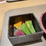 丸の内一丁目 しち十二候 - 名物の焼き胡麻豆腐の温野菜