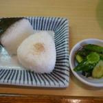 かま福 - おむすび、胡瓜の漬物