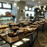 クラウンベーカリー - のどかな雰囲気の町のパン屋さん