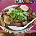 豚菜館 - 醤油ラーメン特大  (・肉・)増し