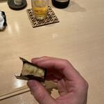 鮨 くりや川 - 揚げ胡麻豆腐 ノリのパリッとした感じと胡麻豆腐のしっとりした感じが絶妙。わさびも入ってます。