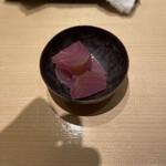 鮨 くりや川 - 玉ねぎの紫蘇漬け 箸休めに。たまねぎの漬物は珍しいけど大好き。