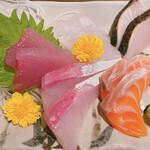 海鮮処 まる貝 - 旬の刺身5種盛