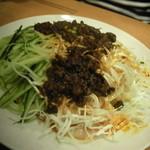 溢香 - 【ジャージャー麺】(750円) こっちの方が好き♪