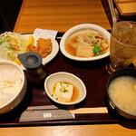 新宿 inton - コンビランチ(豚ヒレカツ、肉豆腐)