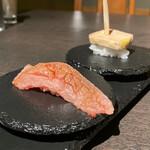 wakka - 平井牛リブロースの炙り焼握り寿司、フォアグラの炙り焼握り寿司