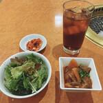 140964065 - サラダ・キムチ・肉料理