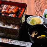 日の出屋 - 秘伝の甘辛タレで焼きあげた蒲焼定食(上)1