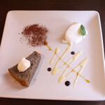 ピッツェリアマルターノ - この日のドルチェ:ココナッツのブラマンジェ&黒ごまのシフォンケーキ