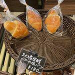 オッド ベーカリー - 料理写真:塩パンのかご