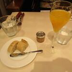 ビストロ オザミ - パンと食前酒